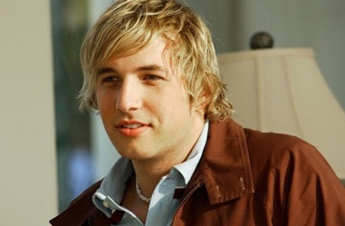 2-Broke-Girls-saison-2-Ryan-Hansen-rejoint-la-serie_portrait_w532