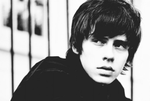 Jake-Bugg-artist-photo-2-620x420