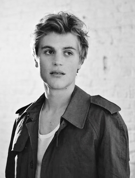 johnny-flynn-and-burberry-single-breasted-raglan-trench-coat-gallery